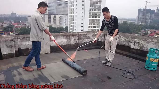 Cách chống thấm sân thượng bằng màng khò