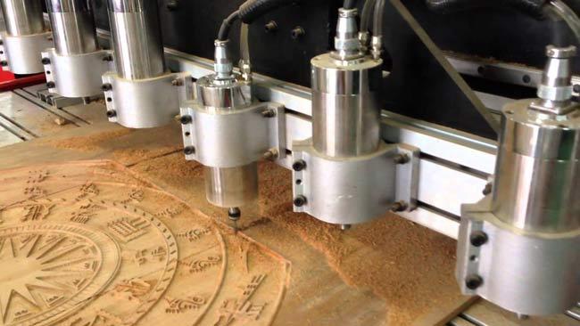 Đục mẫu bằng máy CNC