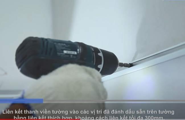 Liên kết thanh viền tường bằng liên kết tối đa 300mm