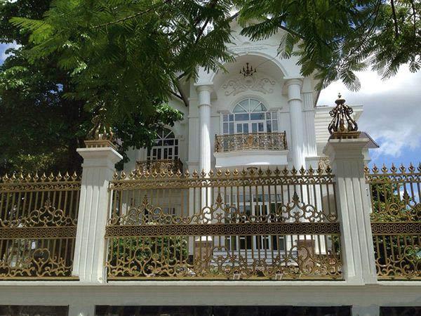 Mẫu hàng rào nhôm đúc đẹp nhà biệt thự