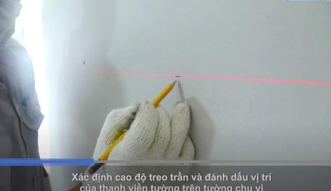 Xác định và đánh dấu vị trí thanh viền trên tường